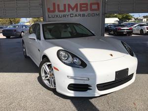 Porsche Panamera -