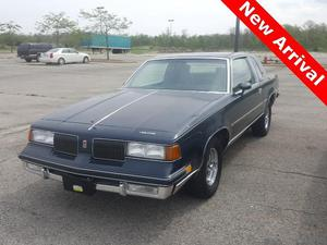 Oldsmobile Cutlass Supreme - 2dr Coupe