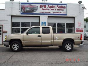 Chevrolet Silverado  LS - 4dr Extended Cab LS 4WD