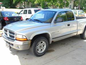 Dodge Dakota SLT - 2dr Club Cab SLT 2WD SB