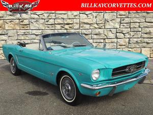 Ford Mustang Convertible ()