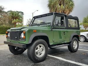 Land Rover Defender 90 in Delray Beach, FL