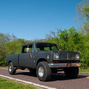 International-Harvester  Travelette Crew Cab Long