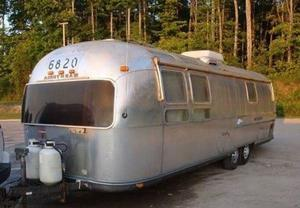 Airstream Sovereign Land Yacht