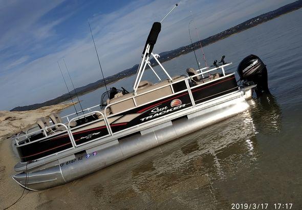 Tracker Marine SUN Tracker Bass Buggy 18 DLX